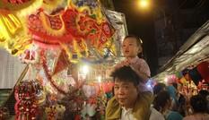 Chen chân ở 'phố lồng đèn' Sài Gòn trước thềm Trung thu