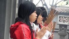 Đầu năm nam thanh nữ tú lên chùa cầu duyên