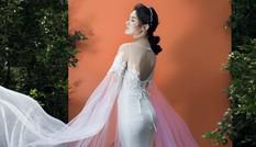 Á hậu Thuỳ Dung khoe lưng trần quyến rũ với váy ren xuyên thấu