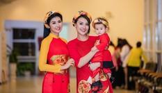 Hồng Quế và con gái trình diễn áo dài của Hoa hậu Ngọc Hân