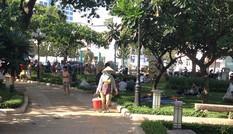 Công viên thành nơi ăn nhậu, bán hàng rong