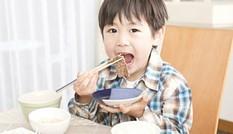 Nên cho trẻ ăn uống thế nào để phòng tránh bệnh mùa hè?