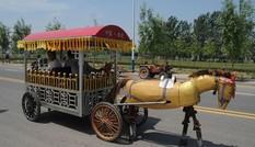 Lão nông dành hơn 4.200 ngày chế tạo 'ngựa sắt' diễu phố