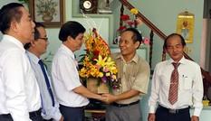 Lãnh đạo Khánh Hòa chúc mừng phóng viên báo Tiền Phong