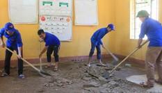 Đoàn thanh niên tu sửa phòng học cho học sinh vùng khó