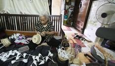 Người phụ nữ hơn 70 năm làm thiên nga bông ở Hà Nội