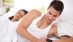 """90% đàn ông """"ngoại tình"""" đều làm những điều này với vợ"""