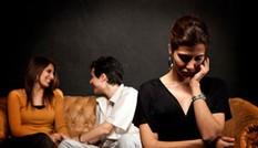 Vợ trẻ trả giá vì lòng tin đặt vào cô hàng xóm lẳng lơ