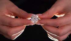 Tậu trúng nhẫn kim cương gần triệu đô ở chợ trời với giá... 13 USD
