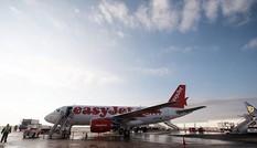 Lo máy bay hỏng, phi công hỏi hành khách... có nên cất cánh hay không
