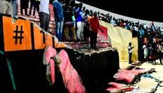 Chen lấn làm sập tường sân vận động, gần 60 người thương vong