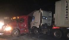 Tai nạn liên hoàn vào rạng sáng, quốc lộ 1A ùn tắc