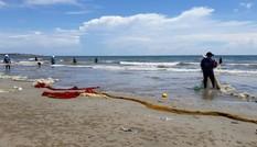 Người dân trình báo hải sản chết bất thường ngoài biển Vĩnh Tân