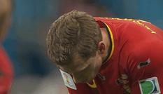 'Lây' Messi, ngôi sao Bỉ nôn thốc nôn tháo trên sân