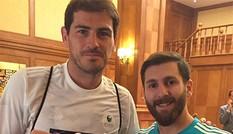 Thủ môn Casillas sốc khi gặp người Iran giống hệt Messi