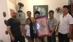 Cao thủ Flores tặng tranh 'Mãnh Hổ' cho võ sư Đoàn Bảo Châu