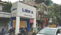 Những ngôi nhà kỳ dị 'ôm trọn vỉa hè' ở Hà Nội