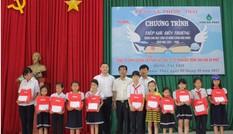 Vedan trao học bổng 'Tiếp sức đến trường' cho học sinh xã Phước Thái