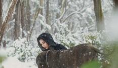 """Cuốn hút bộ ảnh """"ma sói trên núi tuyết"""" của cô gái Việt"""