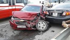 Nhiều ô tô hư hỏng sau tai nạn liên hoàn trên cầu Thăng Long