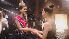 Cuộc gặp bất ngờ của Hoa hậu Hoàn vũ 2015 và Hoa hậu Mỹ Linh tại Thái Lan
