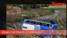 Tin nóng 24H: Xe khách chở 20 người lao xuống ruộng