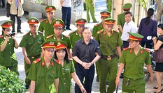 ẢNH: Dương Chí Dũng trong phiên xử vụ tham ô tại Khánh Hòa