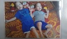 Cặp song sinh bị liệt cần giúp đỡ