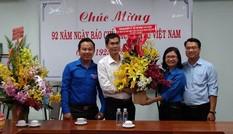 Thành Đoàn TPHCM chúc mừng cơ quan đại diện báo Tiền Phong
