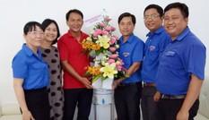 Thành Đoàn Cần Thơ chúc mừng báo Tiền Phong