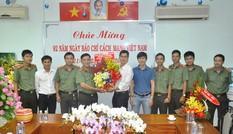Công an TPHCM chúc mừng báo Tiền Phong nhân ngày Báo chí Cách mạng Việt Nam