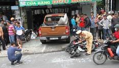 Ôtô tông gần chục xe, lao vào cửa hàng ở Sài Gòn