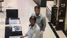 Cửa hàng tố 2 khách nước ngoài trộm đồng hồ hàng trăm triệu
