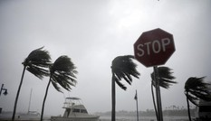 """Bản tin 8H: Siêu bão """"quái vật"""" đổ bộ vào Mỹ, ít nhất 4 người chết"""