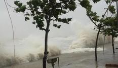 Cập nhật: Bão số 10 giật cấp 15 tấn công vùng biển Hà Tĩnh - Quảng Trị