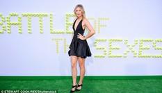 Kiều nữ quần vợt Sharapova khoe chân dài như siêu mẫu