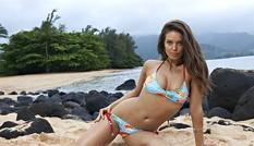 Siêu mẫu lai Emily DiDonato diện bikini khoe 3 vòng' nảy lửa'