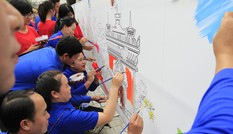Tuổi trẻ Việt – Lào vẽ tranh vườn hoa hữu nghị