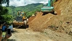 Tuyến đường độc đạo ở Yên Bái tê liệt vì sạt lở núi