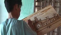 Chàng trai tật nguyền vẽ tranh gạo đẹp mê hoặc