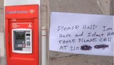 Người đàn ông mắc kẹt trong máy ATM, gửi lời cầu cứu qua khe rút tiền