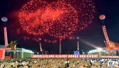 Người Triều Tiên váy hoa xúng xính đổ ra đường mừng thử hạt nhân