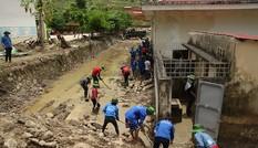 Thanh niên tình nguyện vì đồng bào vùng lũ Mường La