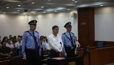 Ông Bạc Hy Lai bình tĩnh tại tòa
