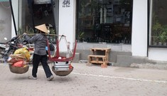 Cuộc sống người dân Hà Nội đảo lộn vì 'thiếu' bậc tam cấp