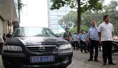 Ôtô biển xanh chiếm vỉa hè Sài Gòn bị phạt