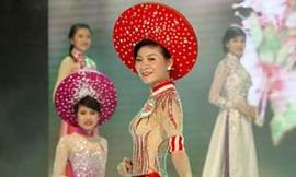 Người đẹp xứ Trà tỏa hương trong trang   phục của  NTK Việt Phượng
