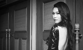 Lưng trần nuột nà của Hoa hậu Thùy Dung