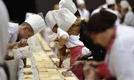 Chiếc bánh kem dài 1,2 km phá vỡ kỷ lục Guinness