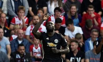 Mourinho bị đuổi, M.U thắng nhọc Southampton